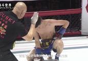 中国拳王用咏春拳挑战外国拳王,只用几招就KO了对手,这是高手