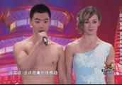 新婚夫妻表演杂技舞蹈,女孩为了爱情远到中国,受到婆婆夸赞!