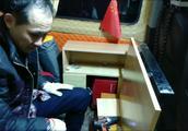 富哥制作的床车折叠桌升级款,是啥样的款式?还加装了储物柜。