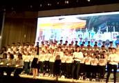 震撼!师生80人大合唱那英的歌曲《相信爱》