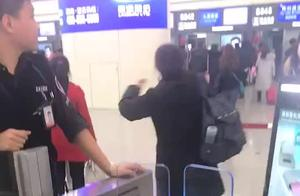 文通护照阅读机应用于西安咸阳国际机场,欢迎大家体验,联系我哟