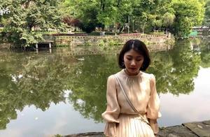 杨佳蕊演唱的《陷阱》,越听越悲伤,仿佛掉进了陷阱