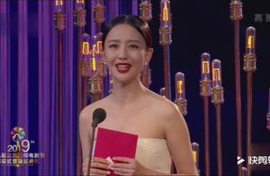 佟丽娅又美出了新高度,为流浪地球颁奖,真是实至名归