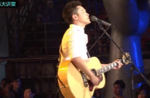 梁博抱着吉他现场演唱《私奔》,这气势没谁了!好听!