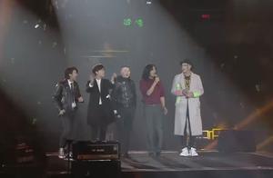 冯小刚带领吴亦凡,李易峰一群小鲜肉,演唱会唱起了《国际歌》