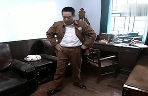 亮剑:孔捷在写论文的时候谈起了战争感慨万千,三个将军陷入沉思
