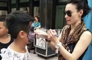 张柏芝路人镜头下的颜值抗打,与儿子同游新加坡场面十分温馨