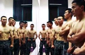 士兵的日常训练强度很大,为什么肌肉却不如健身房里的肌肉男?
