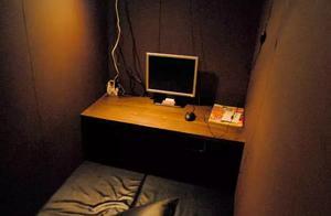 睡了一晚日本的网吧,感觉像睡在棺材里……