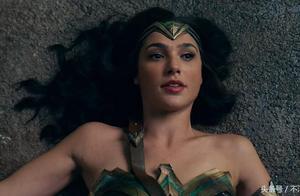《正义联盟》中神奇女侠被扑倒的镜头,看完你有什么想法?