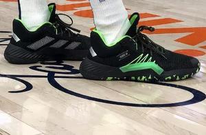 NBA球员今日上脚:米切尔1代新配色,韦德詹姆斯也来了!