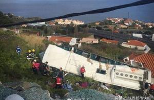 葡萄牙发生翻车事故 至少28人遇难