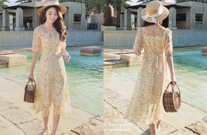 春夏季节最日常的穿搭,莫过于连衣裙+凉鞋,妥妥的小仙女!