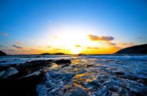 五一小长假告别人挤人,在这个宝藏旅行地的海边遇见《左耳》