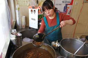 郑州广电南路五块钱的胡辣汤,入口也辣,可人家不呛喉烧心窝