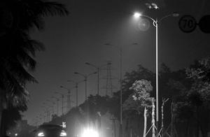 光照摧毁力不小,可能发生受激辐射,也可能发生自发辐射