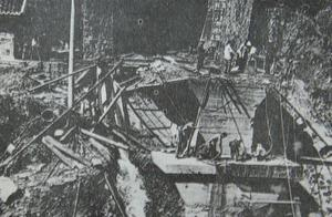 建国后最严重的铁路事故,列车从桥上坠入河中200多旅客不幸遇难