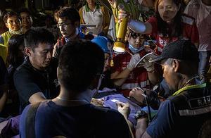 菲律宾发生6.4级地震,摩天大楼顶上的游泳池顷刻变瀑布