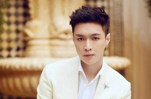 明星们穿白色西装,张艺兴青春活力,刘亦菲胜过天仙。