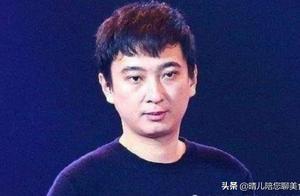王思聪吃火锅被拍,桌上的饮料实力抢镜,网友:有钱真好!