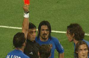 不要脸!02世界杯韩国VS意大利主裁首度承认误判,却依然拒绝道歉