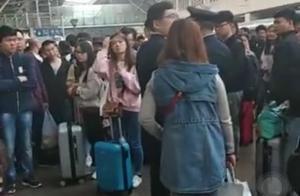 多人称购票无法上火车 回应:一些乘客到站不下车致火车超载
