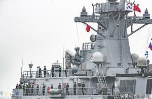 多国军舰陆续抵达青岛参加中国海军成立70周年海上阅兵