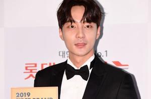 歌手Roy Kim被警方立案 涉嫌散布郑俊英视频从证人转为嫌疑人