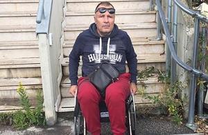 """男子装残疾12年骗得14万欧元 度完假""""走""""下飞机后被捕"""