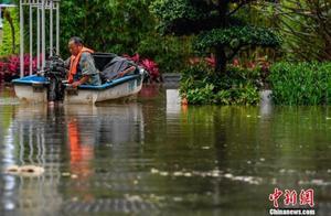 广州遭暴雨袭击 10区发布暴雨预警