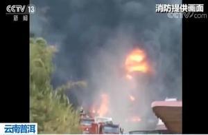 突发!油罐车侧翻自燃引发森林火灾 浓烟滚滚 消防正在扑救