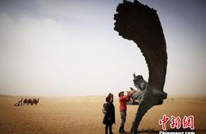 甘肃民勤办沙漠大地艺术论坛 探人与自然和谐共融理念