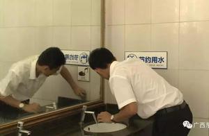 """旅游局长被罚扫厕所,""""厕所革命""""不是说说而已"""