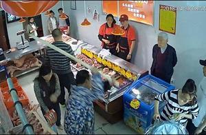 """农贸市场肉价居高不下,未经同意入场卖肉就砸店,""""猪肉协会""""10人被抓后肉价大幅下降"""