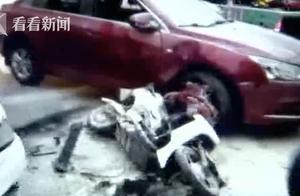 父女遇车祸被夹两车间 司机竟无视伤者死踩油门