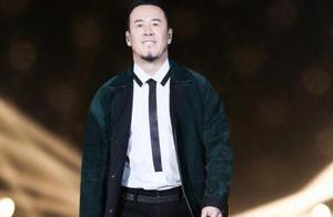 杨坤疑似对《歌手》排名不满,被曝情绪失控酒桌上大爆粗口?