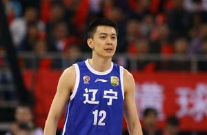 一人一队!杨鸣宣布退役,辽宁男篮功勋队长的谢幕战让人痛心