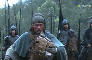 关羽被庞德战平后,为什么没有动怒,反而称赞庞德?原因不简单