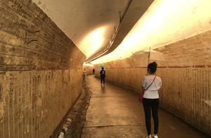 看一看鼓浪屿隧道里的那些温馨话语,有谁曾经在这里留言吗?