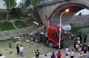4.20鹿寨交通事故追踪   驾驶人自述:事发前突发病症  陷入昏迷