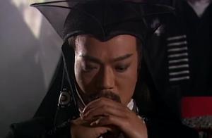东方不败斗倒任我行,当上教主,并说任我行已死,封任盈盈为圣姑