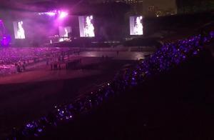 去郑州林俊杰演唱会,现场一首《背对背拥抱》深深吸引住粉丝