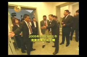 看李敖在清华大学演讲的座位,真是严谨