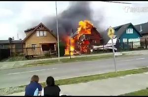 智利一架轻型飞机坠毁并撞上民宅 机上6人全部遇难