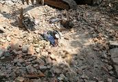湖北黄石拆迁废墟发现一具高度腐烂尸体,警方正调查