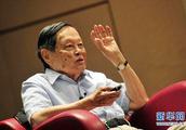 杨振宁87岁时曾向权威期刊投稿遭拒,一度被认为是冒名者