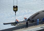 俄为最新型柴电潜艇加装口径巡航导弹 数百游客围观