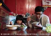 《爸爸去哪儿1》看着萌娃们大口吃饭,突然肚子饿,继续回看下