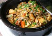 鱼杂炖豆腐的做法?