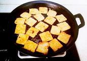 还记得童年吃过的锅巴吗?教你用剩大米在家做出美味酥脆黄金锅巴